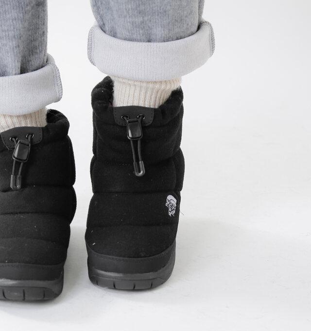 日本人の足にあうラスト形状に見直され、足首ホールドシステムを内蔵することでフィット感を高めています。日常からアクティブシーンまで多用途で使えます。