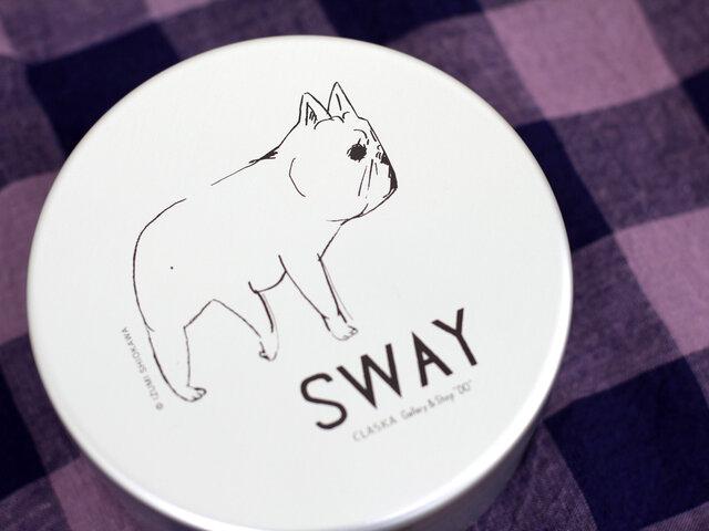 """""""SWAY TOKYO""""は、どこかちょっぴり情けなくて、でも思わず頬がゆるんでしまいそうな愛らしいフレンチブルドッグがポイント。"""