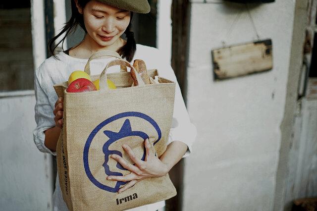 食料品など毎日のお買い物にエコバッグとして使えます。