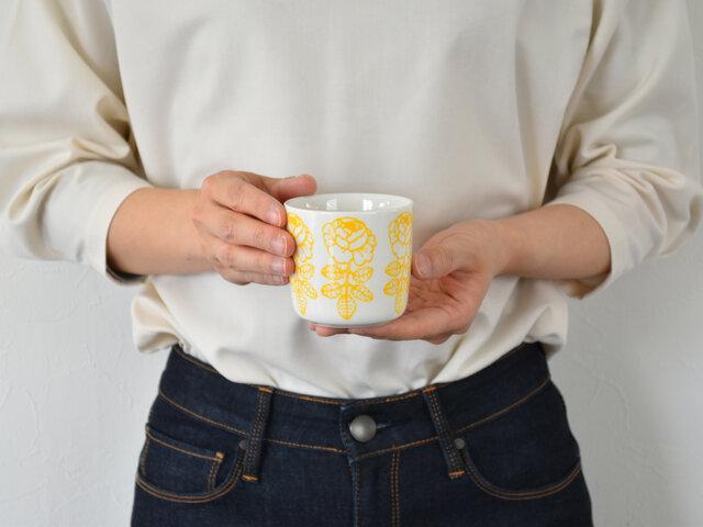 ラテマグは、コロンとしたフォルムがかわいくって、コレクターの方も多いアイテムです。コーヒーや紅茶などを飲んでいただくのはもちろんですが、こちらはオーブンもOK、レンジもOKなので、ぜひお料理にもお使いください。キッシュを焼いたり、プリンを焼いたり、茶碗蒸しを作ったり。作っている最中も思わず笑顔になれそうですね。