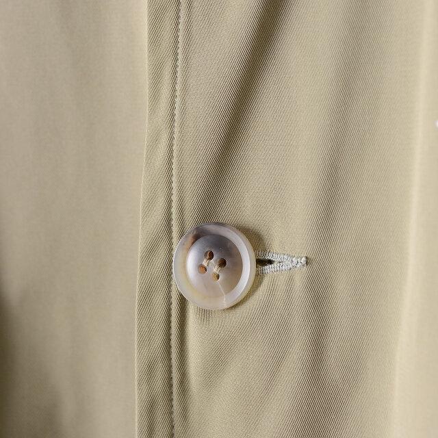 フロントは開け閉めしやすい大きめボタン。力ボタン仕様なのでボタンのぐらつきもありません。