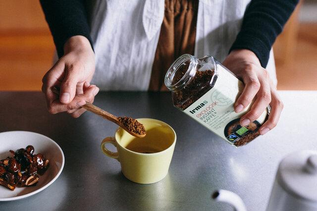 コーヒースプーン1杯でコーヒーカップ1杯分、コーヒースプーン2杯でマグカップ1杯分が目安です。(希釈目安は2gに対し、150mlのお湯)コーヒーをドリップする時間がとれないときも、お湯を注ぐだけなのでいつでも手軽に楽しめますよ。