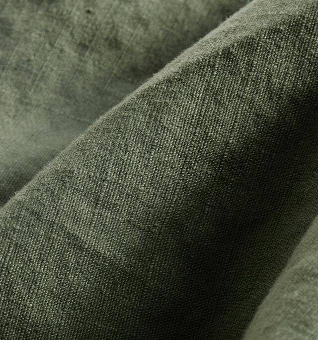 基盤の目状に繊維を縫い込ませることで、「Rip(裂ける)」ことを「Stop(食い止める)」素材、リップストップ生地を使用。コットン素材なので、肌アタリも良く、本格派ミリタリーの雰囲気・質感にとことんこだわりました。