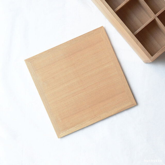重箱を一段ずつ、または分けて使いたいという方のための、追加用のふたです。