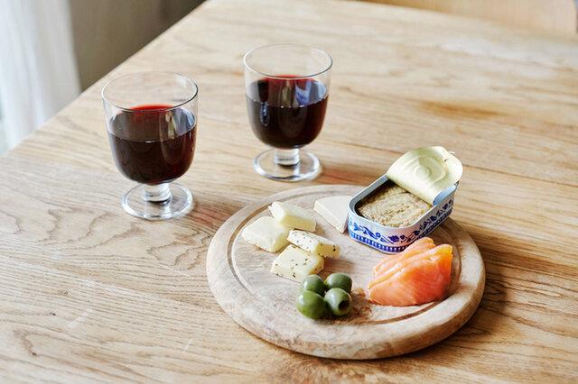 シンプルに、素材の味を楽しみましょう。パッケージがお洒落なのでそのまま食卓に出してもOK。お手軽なのに豪華!ワインがすすむ絶品おつまみの完成です。