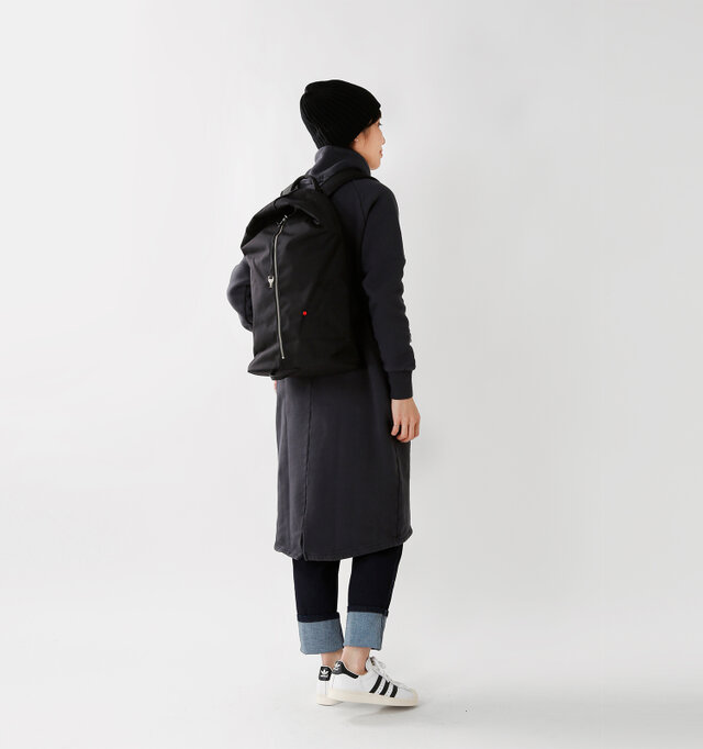 color : black / size : one  軽いのに耐久性・防水性に優れ、デイリーからアウトドアまで、心強いアイテムですね。