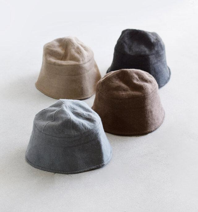 """水兵さんの制帽として使用されていたセーラーハットをベースにデザインされた、""""Castana Hat""""。リネンウール素材を使用し、温かみと深みのある帽子にしあがっています。"""