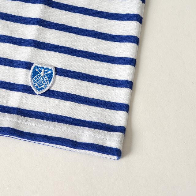 左裾にはお馴染みのミツバチワッペンがワンポイントに。 シンプルなデザインの中に丁寧な刺繍がよく映えます。