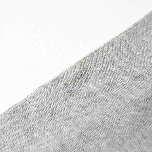 伸縮性に優れ、軽い着心地のコットンニット。ご自宅での手洗いが可能なのでいつでもクリーンに着られます。