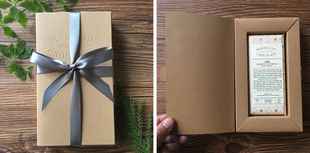 銀色のリボンをおかけしてお届けしています。チョコレートバーがぴったり入る専用ボックスです。