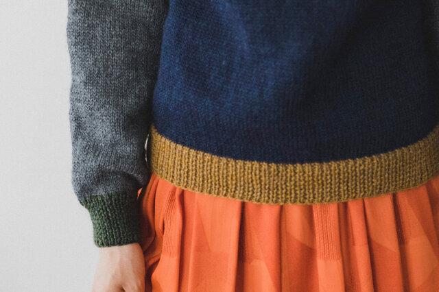 切り替えがポイントとなって引き立ち、カジュアルだけれど上品なシルエットのセーターです。