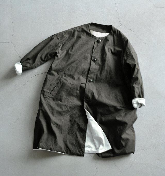 今年の新色「スミクロ」は、ブラックよりもナチュラルで温かみの感じられる色で春先にもぴったり。 スカートコーデにもオススメです。