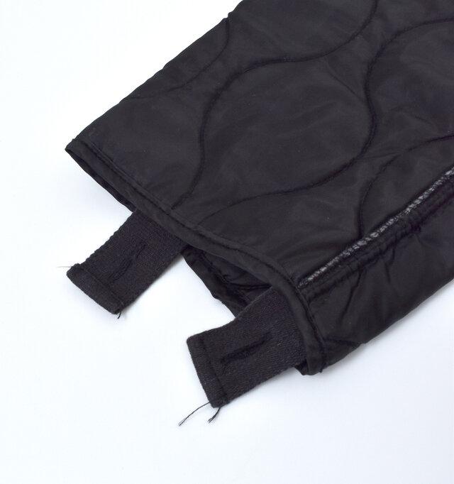 元々はライナーとして作られているため、袖口にはボタンホールを備えています。