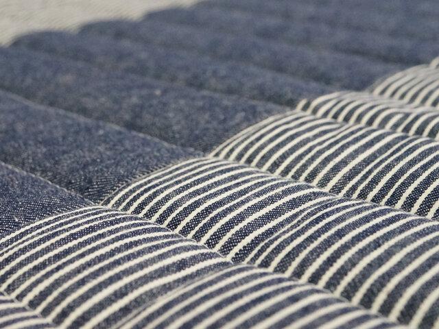 夏は綿のスッキリとした肌触りと吸水性で涼しく、爽やかに。 冬は床暖房やホットカーペットのカバーとして使えるので、1年中活躍してくれるアイテムです。