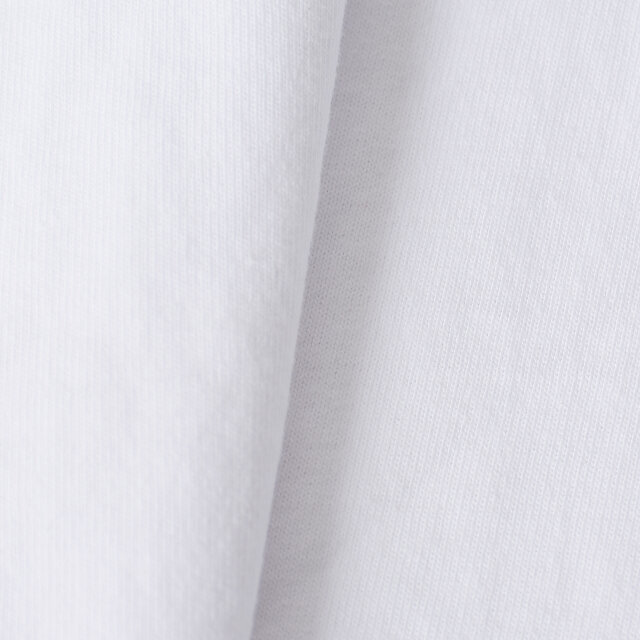 吸汗性と速乾性に優れたコットンファブリック。目が細かく、さらりとした柔らかな肌触りが魅力です。