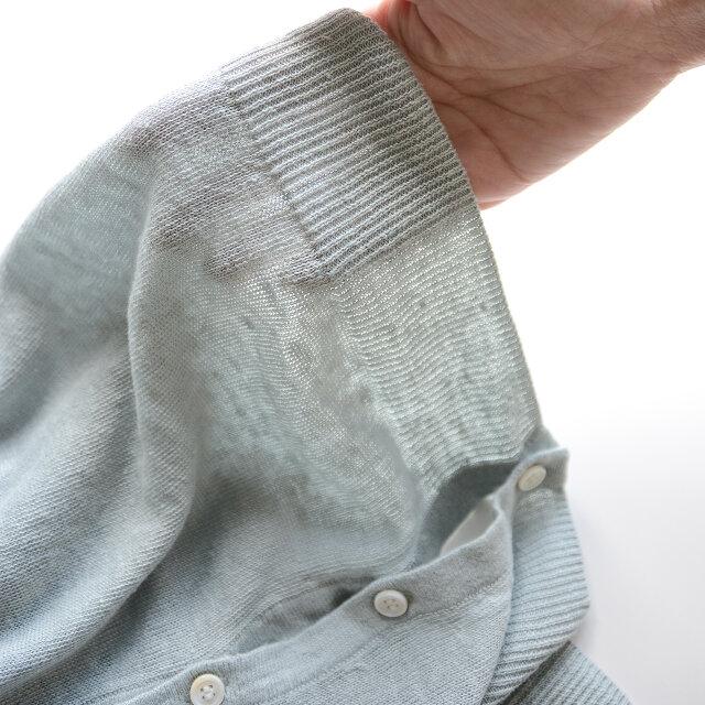 さらりとした心地よい肌触りのリネン100%ファブリック。通気性・発散性に優れた清涼感のある着心地で、天然素材ならではのハリとコシ、ネップ感が魅力です。紫外線を肌に通しにくくするUV加工が施されているのが嬉しいポイント。夏の冷房対策にもオススメですよ。