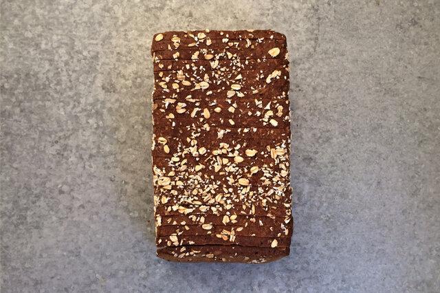黒パン1本(800g / 7ミリ厚スライスで約22枚)