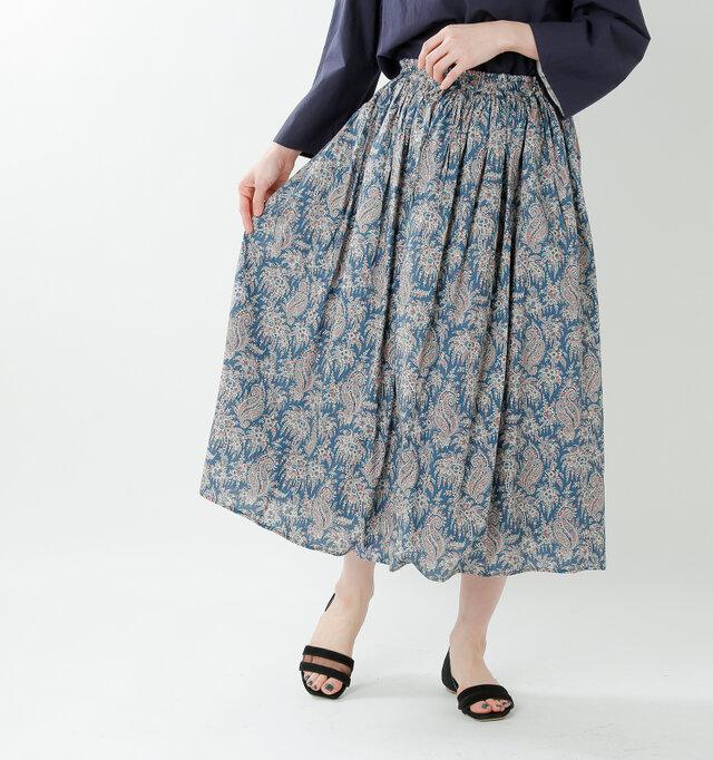 流れるような美しいデザインで、コーディネートの主役に。ふんわり軽いシルエットで、気持ちまで軽くなるようなスカート。1点投入するだけでいい着映え力はもちろん、身に着けたときの高揚感をぜひ味わって♪