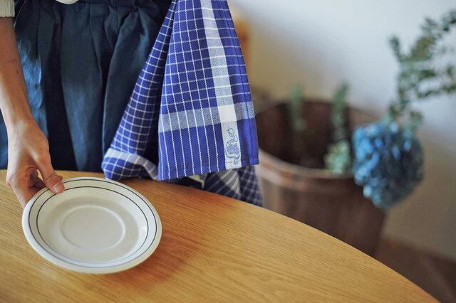 サイズも98×50cmと大きめサイズなので、大きなお皿もグラス類も、ファミリー分の食器なら1枚でおまかせ。