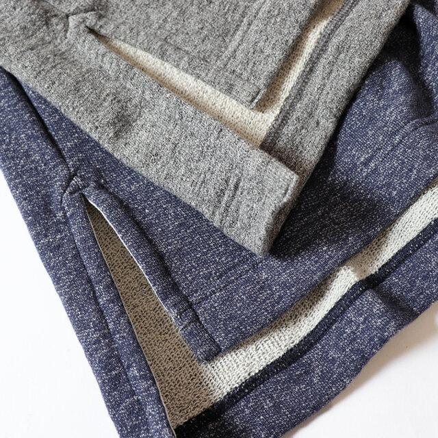 洗い加工を施すことで斜行し、この素材の特性をを生かした独特な風合いに仕上がっています。 一年を通じても長く活躍してくれる裏毛素材です。