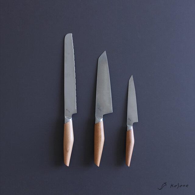 美しい日々をかさねる道具。 包丁は、毎日の食卓をつくる大切な道具の1つです。 大切に、想いを込めて作られた日本製の逸品を。