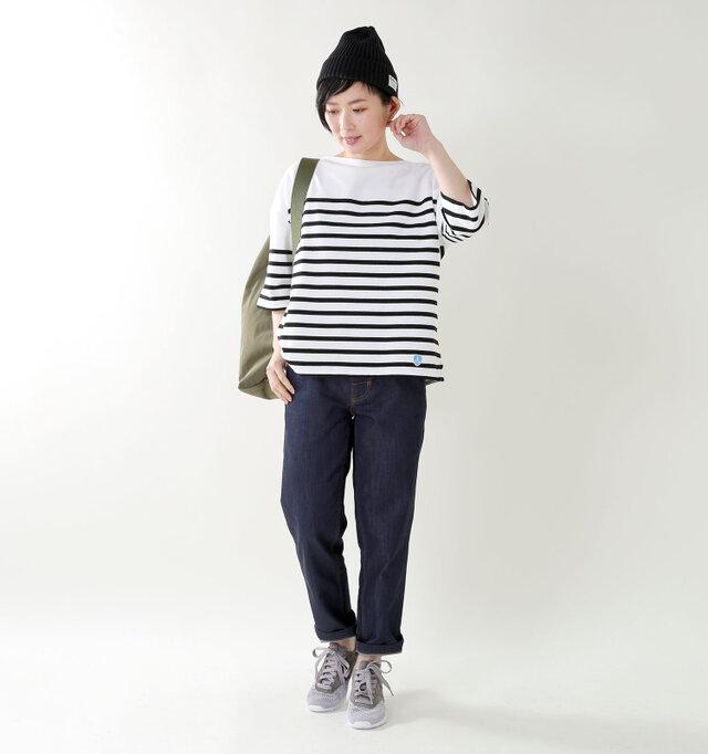 model mayu:158cm / 48kg color : white×black / size : 1   丈夫で通気性に優れ、着込むほどに風合いが増して身体に馴染んでいきます。まるでデニムのような経年変化が楽しめるカットソーです。
