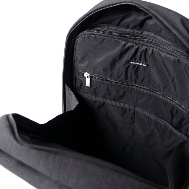バッグ内部にはジップ仕様のPCスリーブのほか、オーガナイザーポケットが充実し、使い勝手も抜群! 広めのマチ幅と深さも40cm以上あり、デイリーユースに丁度いいサイズです。