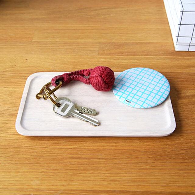 お客さまの目に触れる玄関のキートレイとして。