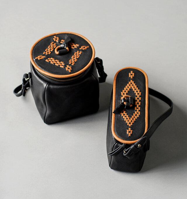 yammartの代表的なプロダクトのひとつ、potシリーズ。 食品などの保存瓶からヒントを得た独創的な形と、上部の刺繍が特徴です。