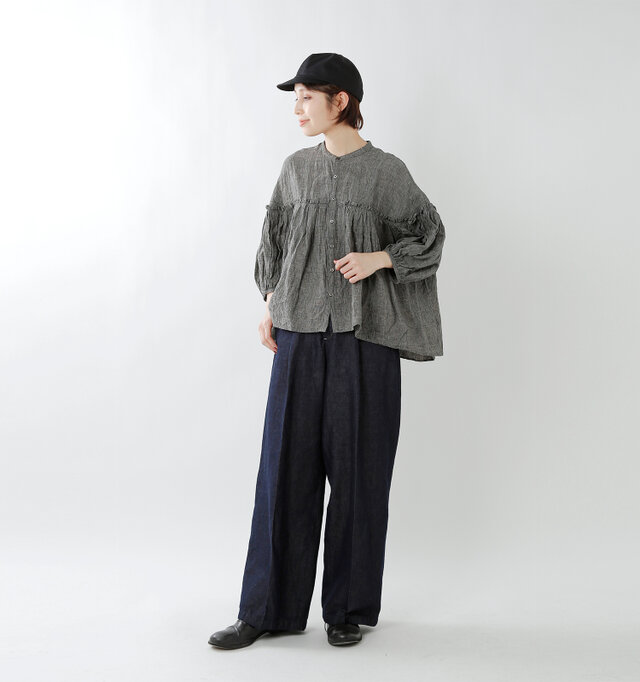 model yama:167cm / 49kg color : gray check / size : F