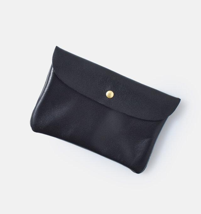 小さめのサイズ感で荷物をコンパクトにまとめたい方や、トレンドのミニバッグにもぴったり。 カード入れとしてもお使いいただけます。
