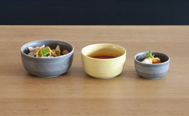 ナチュラルであたたかみのある色合いは、洋食にも和食にも合うので、食卓を優しげに彩ってくれます。