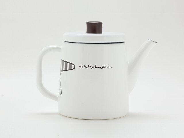 背面はデザイナー名などが書かれています。