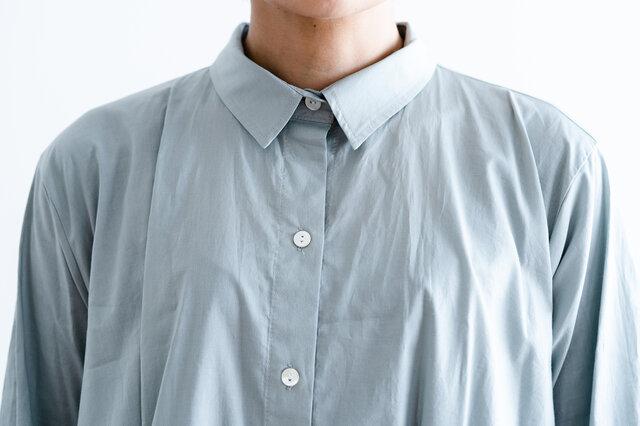 綿100%ですこし透け感のある素材です。とても軽やかな素材なのでふわっと空気を含んできれいなシルエットを保ってくれます。