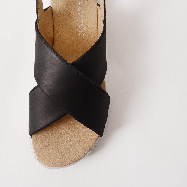 アッパーにはキメの細かい柔らかなレザーを使用。履くほどにしっくりと足に馴染みます。