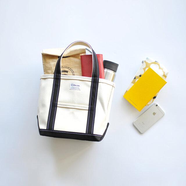 このマチ幅のお陰で、タンブラーや長財布、A5サイズのノートにスマートフォンなどなど…、必要なものがすっぽり入れることができちゃいます。
