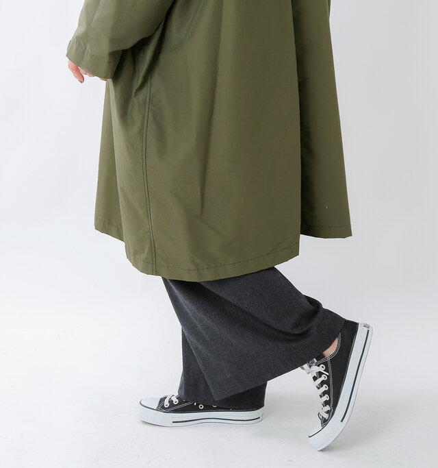 ゆったりとしたオーバーサイズの身幅なので、どんなボトムスやインナーを合わせても窮屈感がなく動きもスムーズでノンストレス!ワイドボトムやマキシスカート、厚手のニットやブラウス...着るものを選ばないのは嬉しいですね。