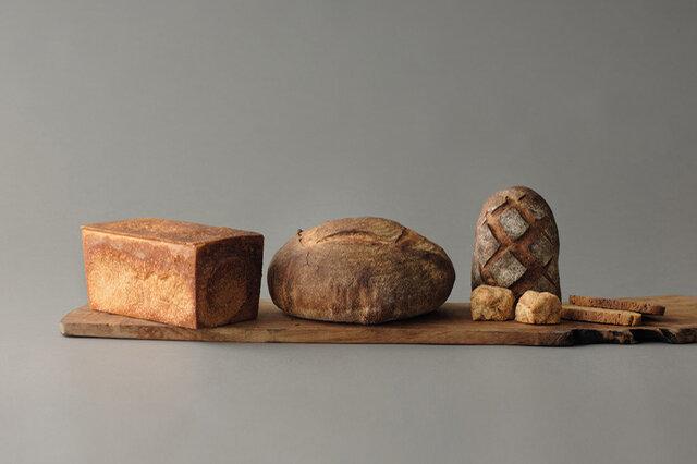 3000円分入ったLセットには、パンとお菓子がさらにたっぷり。 セット内容の一例(角食1.5斤、みまきカンパーニュホール、いちじくのカンパーニュハーフ、全粒スコーン2個、季節のビスコッティ2枚)