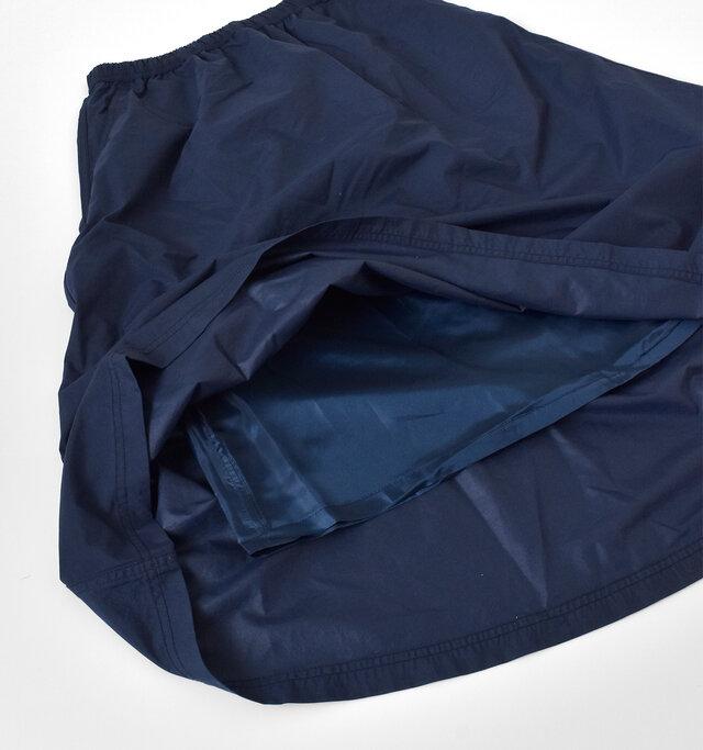サラリとした肌触りの裏地が付いているので、ごわつかずに着用できます。