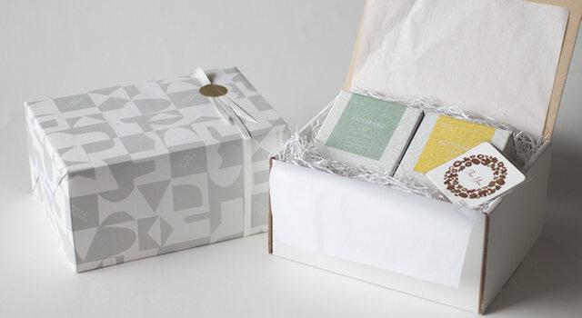 ギフト専用ボックスを用いての有料ラッピング例(324円) ※ミニメッセージカードは付属致しません。