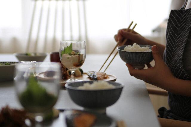 「他にどんな使い方があるかな~」といつも考えるKOZ…今回も見つけました! 食器として使うということ。これが、とても良い!! 丈夫で倒れにくく、かわいらしいフォルムがさりげなくおしゃれ。 冷製スープや冷奴を入れたり、スイーツを盛り付けたりと、かなり使えます。 小ぶりのサイズでテーブルも狭くなりません。お求めやすい価格も魅力の一つ。 ご家族全員分やお客様分もどんどん揃えて下さいね。
