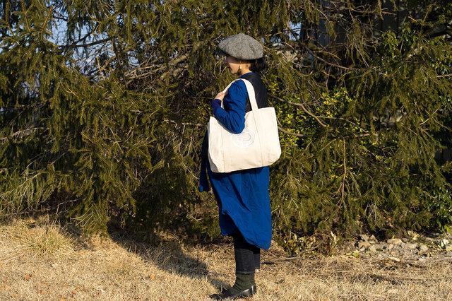 マチもあり、たっぷりの大きさなのでお買い物バッグとしてはもちろん、マザーズバッグとしてもピッタリです。 一泊旅行やジム通いにも使えるサイズ。