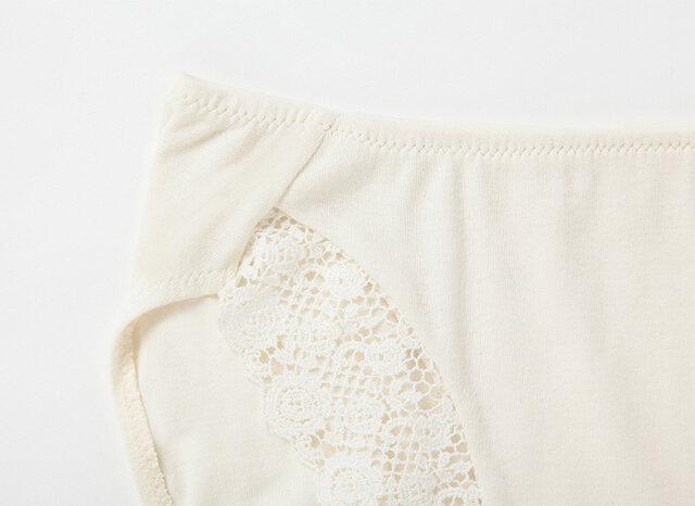 足口は袋縫いになっており、デリケートゾーンをやわらかく仕上げています。 冷えの気になるおなか部分が2重になっているのも◎