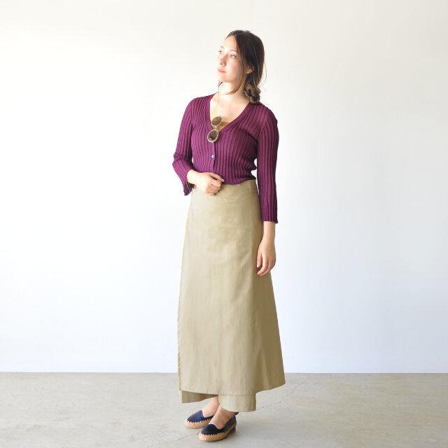 モデル:164cm / 46kg color : purple(col.81) / size : M  羽織としてはもちろん、薄手でごわつかないのでタックインスタイルもおすすめですよ◎