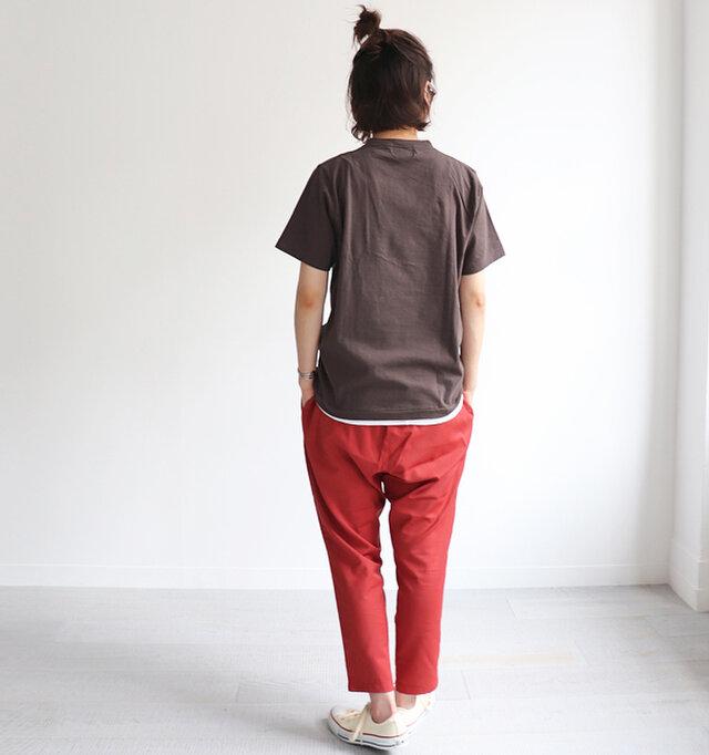 太ももから裾幅にかけてテーパードがきつくかかっており、すっきりとしたシルエットで着用していただけます。