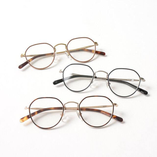 メタリックな「demi」「navy」のコンビと、レザーのようなテクスチャとアンティークゴールドを組み合わせた「leather brown」の3色展開。合わせるスタイルを選ばず、コーディネートにさりげなく馴染みます。
