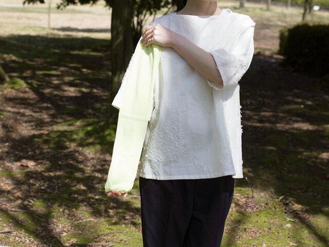 長さは約55cmあり、すっぽりと二の腕まで覆ってくれます。コンパクトに畳めて携帯にも大変便利ですよ。