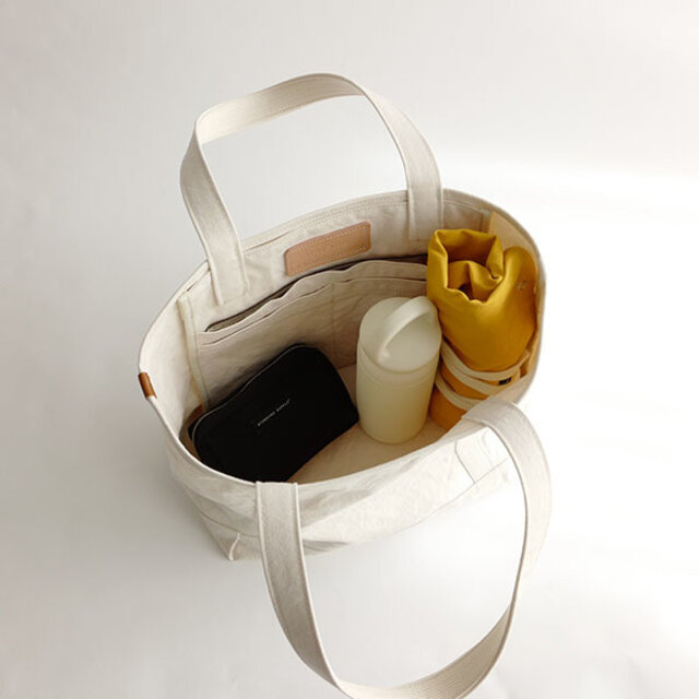クルクル丸めてコンパクトにすれば、バッグの中でも邪魔にならずに収まります。
