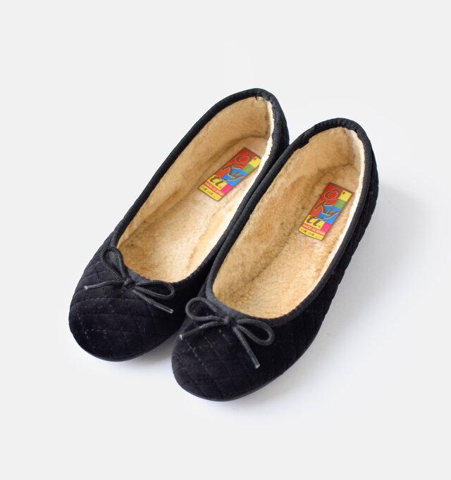 color : negro  カラーは、グリー、ネグロの2色をご用意。いずれも程よい光沢感のあるヴェルヴェット素材とマッチして上品に魅せてくれるカラーです。