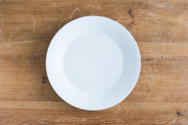 使い勝手の良い27cmサイズ。 メインディッシュやワンプレートに使える大きめサイズのお皿をお探しの方におすすめの一枚です。